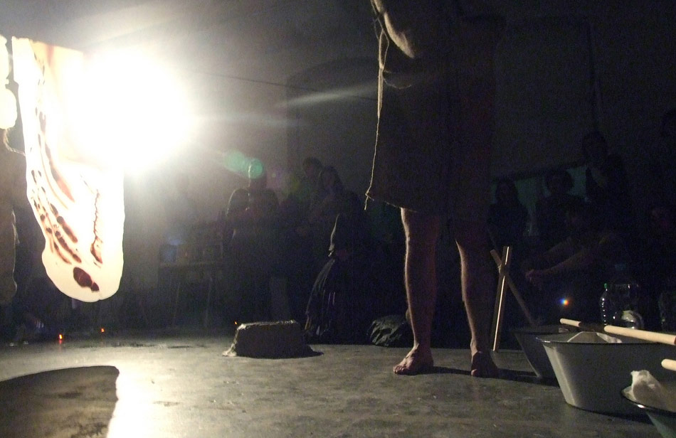 jk_cave_performance_02_photo_kunstwerke