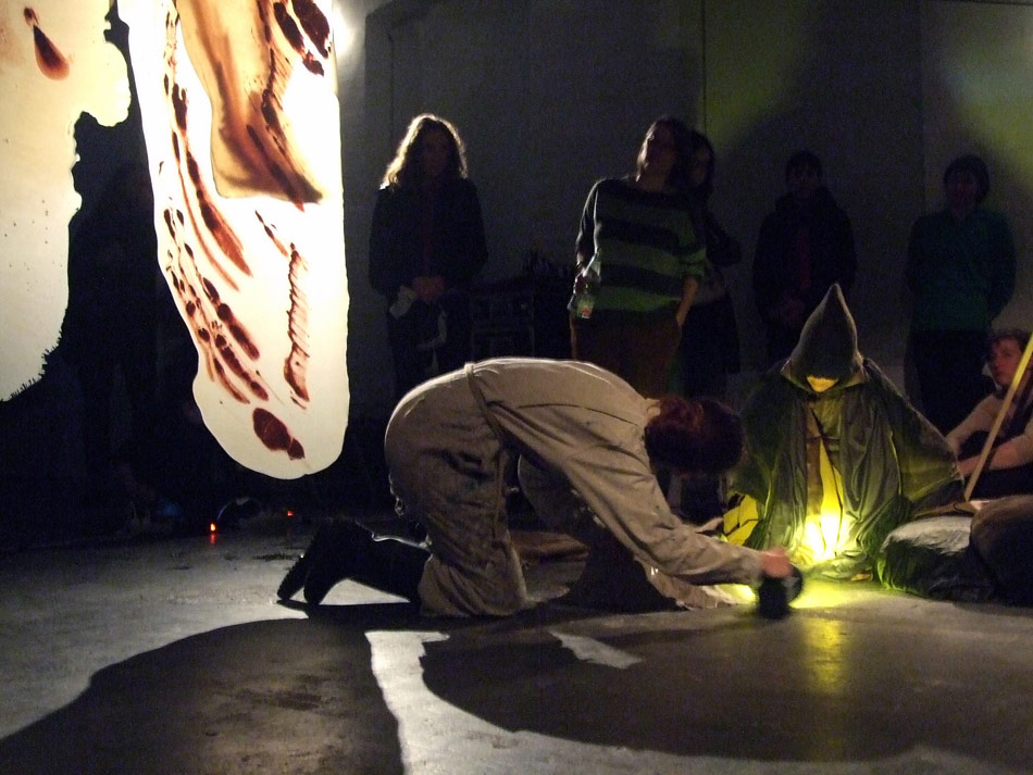 jk_cave_performance_03_photo_kunstwerke