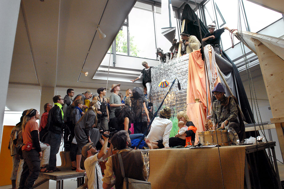 J&K, Descending The Holy Mountain, performance, Århus Art Building, 2010, photo: Jens Møller Sørensen