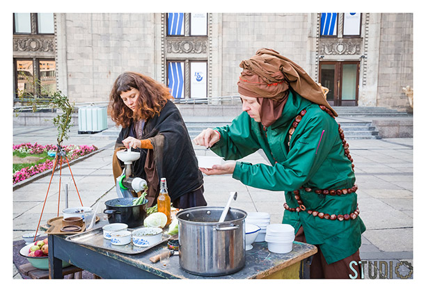 J&K, Linards Kulless and Agnieszka Brzezanska, Green Gold - Witch Soup, TAZ 3, in front of Teatr Studio, Warsaw, Poland, 2014, photo: Kasia Chmura