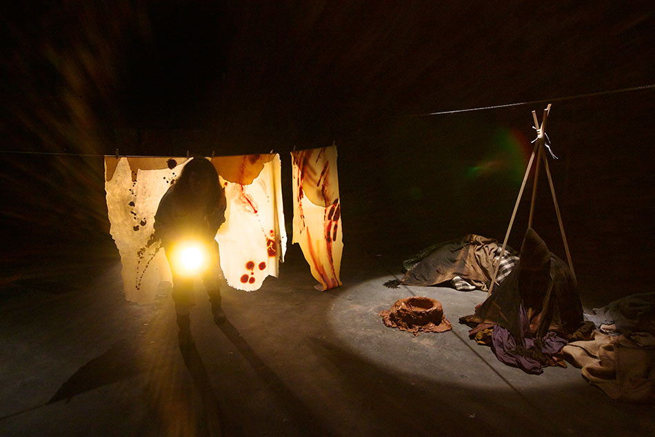 J&K, The Cave, performance, 17 min, Hitparaden 2 - festival for performance art, Copenhagen, 2014, photo: Kokkonen