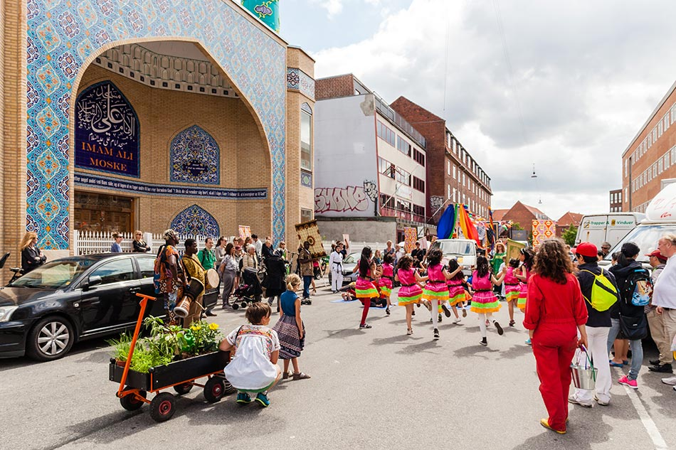 J&K, Forende Fasaner- parade for Nordre Fasanveij, community project and performance, 2016, photo: M.Vejerslev